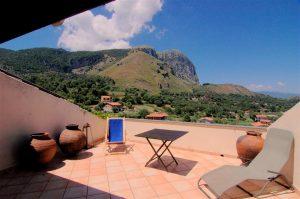 Geheel gerestaureerde, authentieke woning met schitterend uitzicht. Koopwoning in Zuid-Italië