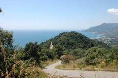 Heuvel met zeezicht