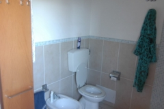 Badkamer met toilet.