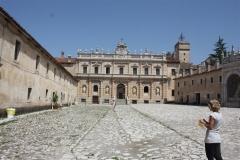 Entreeplein klooster San Lorenzo