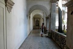 gangen van Entreeplein klooster San Lorenzo