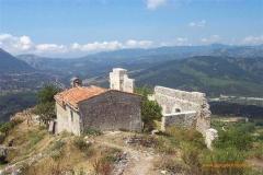 Roccaglorosa uitz v.a.chiesetta op achterland