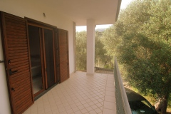 Een-van-de-balkons-rond-het-huis