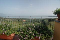 Prachtig-uitzicht-op-zee-vanaf-het-balkon-