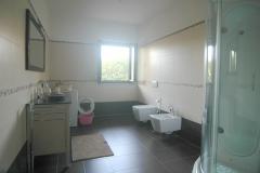 Zeer-ruime-badkamer