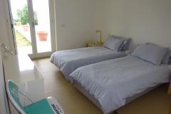 Dependance: ruime slaapkamer met 2 eenpersoonsbedden.