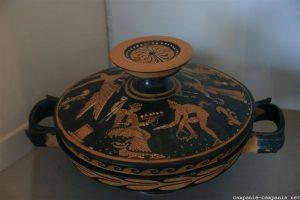 Opgegraven gebruiksvoorwerpen in Paestum in Cilento.