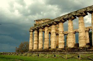 Goed bewaarde opgravingen in Paestum