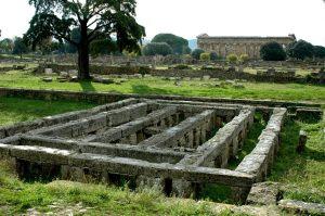 Opgegraven fundamenten in Paestum.
