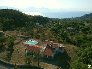 De prachtige ligging van de villa.